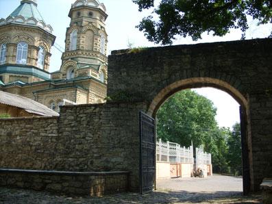 Лазаревский храм со стороны Пятигорского некрополя. Фото автора